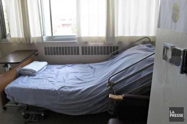 Une chambre d'un CHSLD montréalais.... (PHOTO OLIVIER JEAN, ARCHIVES LA PRESSE)