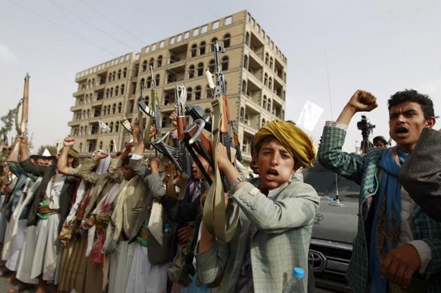Des partisans des militants houthis manifestent à Sanaa,... (PHOTO MOHAMMED HUWAIS, AFP)