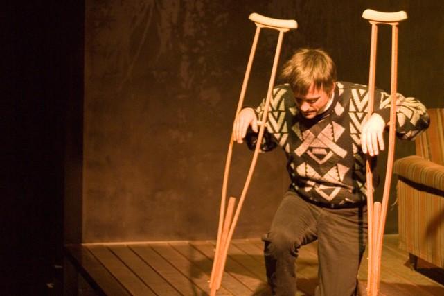 Fabien Dupuis sur scène dans la pièce Isabelle.... (PHOTO CÉDRIC LORD, FOURNIE PAR LE THÉÂTRE OUTREMONT)