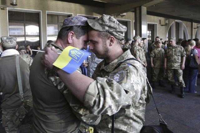 Des militaires ukrainiens venus de la région de... (Photo ANATOLII STEPANOV, AFP)