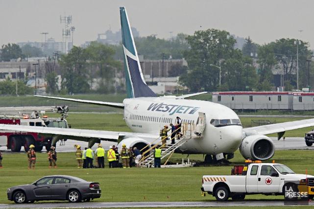 Un Boeing 737 de la compagnie aérienne WestJet en provenance de Toronto a fait... (Photo David Boily, La Presse)