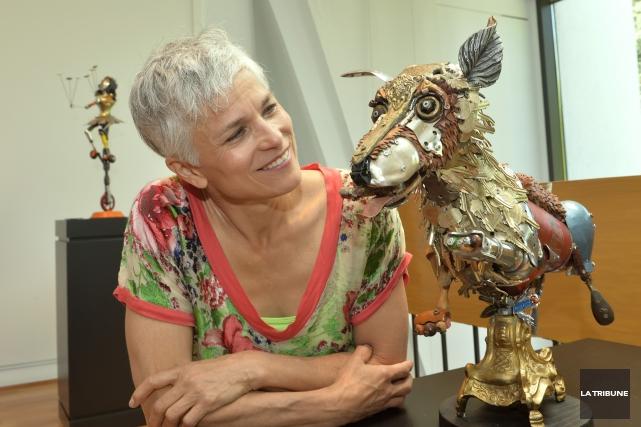 Nathalie Trépanier crée des personnages à la fois... (La Tribune, Christine Bureau)