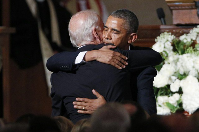 Barack Obama et Joe Biden dans l'église de... (Photo Kevin Lamarque, AP)
