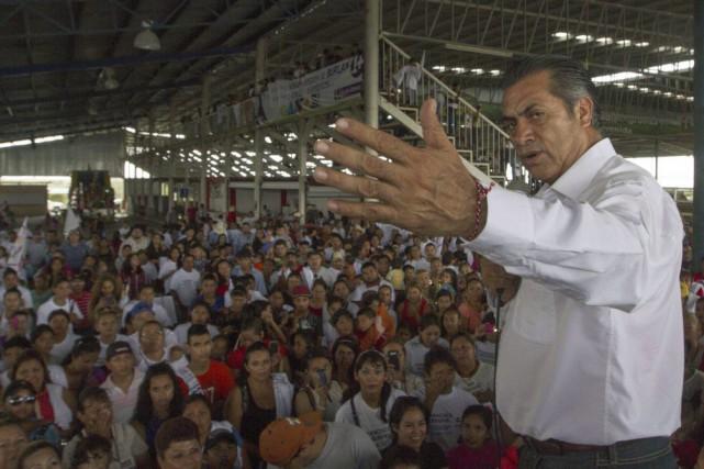 À 57 ans, Jaime RodriguezCalderon espère profiter du... (Photo Julio Cesar Aguilar, AFP)