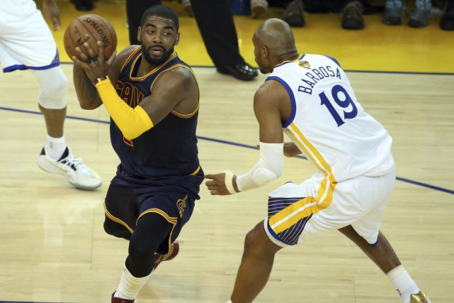 La blessure a incommodé Irving pendant la majeure... (PHOTO KELLEY L COX, USA TODAY)