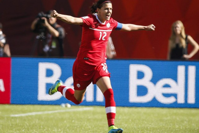 La capitaine Christine Sinclair a marqué sur le... (Photo Jeff McIntosh, PC)