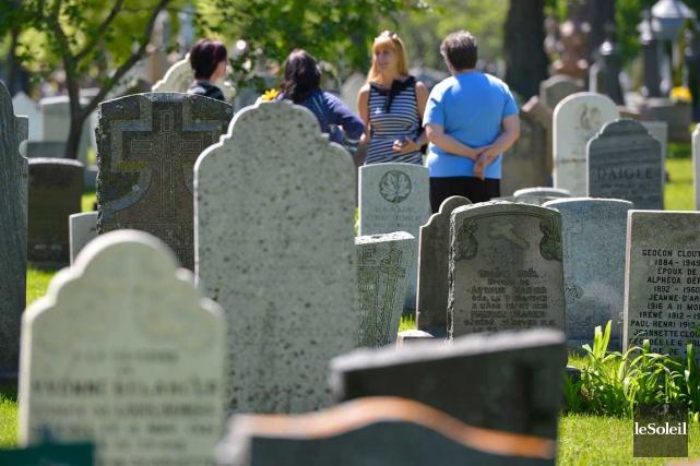 Des représentants du cimetière Saint-Charles ont passé la... (Le Soleil, Yan Doublet)