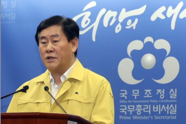 Le premier ministre par intérim Choi Kyung-Hwan a... (Photo Bae Jae-man, AP)