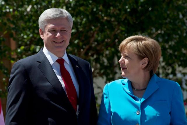 Stephen Harperet la chancelière allemande Angela Merkel... (PHOTO ADRIAN WYLD, PC)