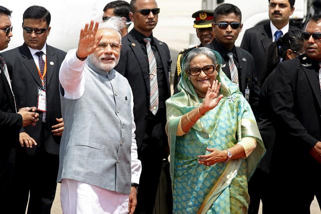 Le premier ministre indien Narendra Modi et son... (Photo Rafiqur Rahman, Reuters)