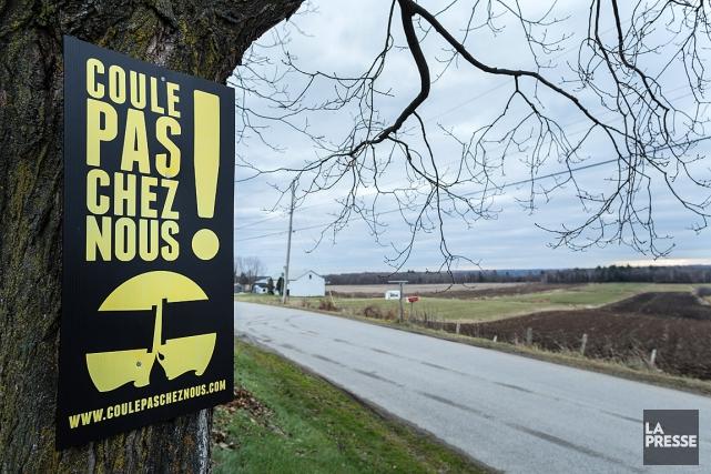 Plusieurs citoyens au Québec militent contre le pipeline... (PHOTO EDOUARD PLANTE-FRECHETTE, ARCHIVES LA PRESSE)