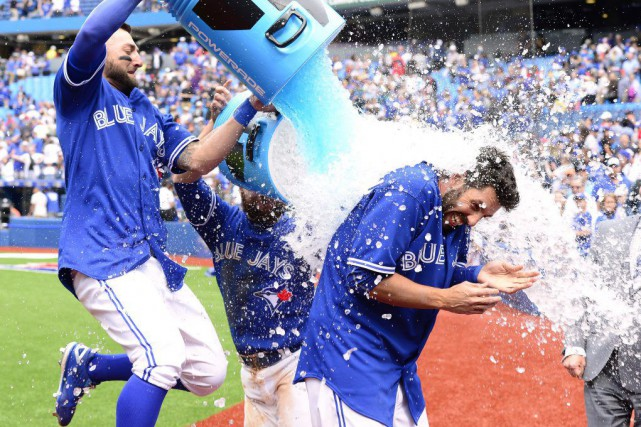 Chris Colabello a reçu une douche de Powerade après... (Photo Frank Gunn, PC)