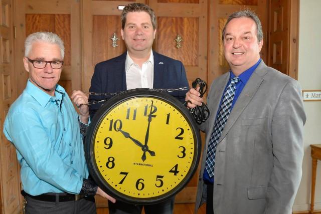 Cette horloge a permis aux travailleurs des salles... ((Courtoisie))