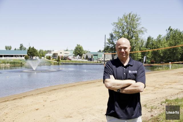 Nicolas Bouquet est le directeur des opérations Québec... (photo Julie Catudal, La Voix de l'Est)