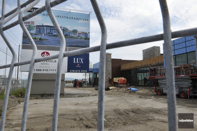 Les travailleurs s'activent sur le chantier du futur... ((Photo Le Quotidien-Rocket Lavoie))