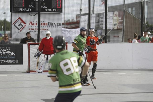L'élite du hockey-balle a convergé vers Granby au... (photo Julie Catudal)