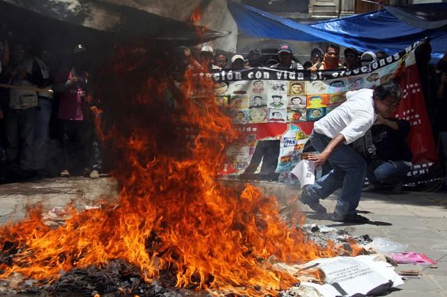 Dans la journée, plusieurs incidents s'étaient déroulés dans... (PHOTO PATRICIA CASTELLANOS, AFP)