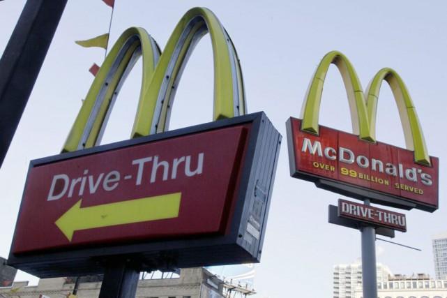 Les ventes des restaurants McDonald's comparables ont de nouveau chuté en mai,... (PHOTO RICHARD DREW, ARCHIVES ASSOCIATED PRESS)