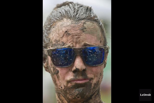Le Mud Hero a attiré 9000 participants ce... (Martin Roy, LeDroit)