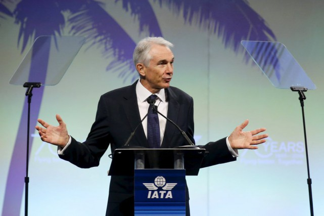 Le chef de l'Association Internationale du transport aérien, Tony... (PHOTO JOE SKIPPER, REUTERS)