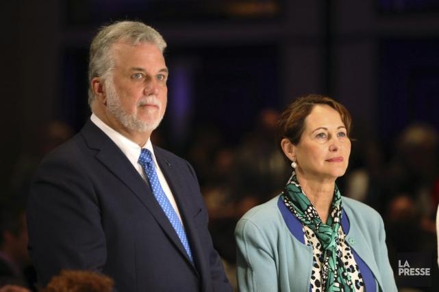 Le premier ministre Philippe Couillard en compagnie dela... (Photo Martin Chamberland, La Presse)