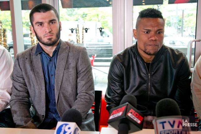 Artur Beterbiev et Eleider Alvarez, de même qu'Oscar... (Photo David Boily, La Presse)