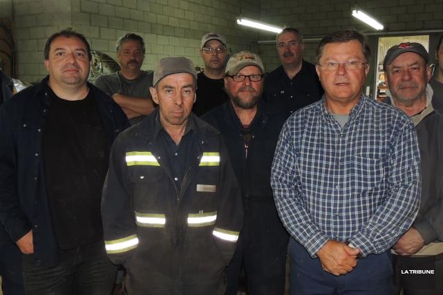 Une quinzaine d'employés de l'usine BillotsSélect, de Lac-Mégantic,... (La Tribune, Ronald Martel)