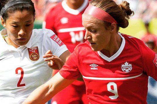 La Coaticookoise JoséeBélangera fait partie du 11 partant,... (Photo collaboration spéciale FIFA)