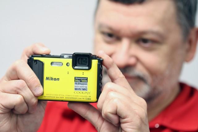 Pour le photographe Christian Autotte, le Nikon AW130est... (Photo Stéphane Champagne, collaboration spéciale)