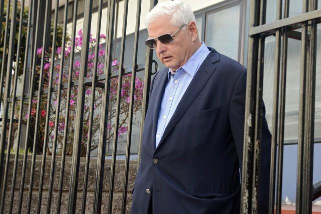 L'ancien président libéral est accusé d'avoir intercepté les... (PHOTO JOHAN ORDONEZ, ARCHIVES AFP)