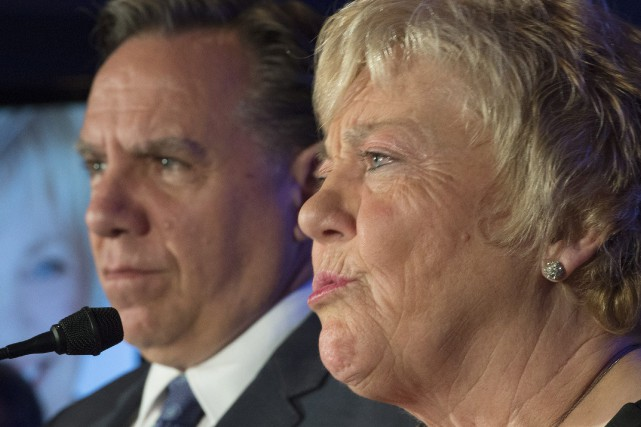 Jocelyne Cazin aux côtés du chef de la... (Photo Jacques Boissinot, La Presse Canadienne)