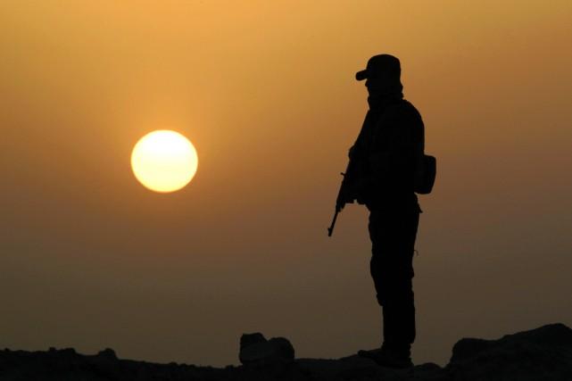 À Ramadi, les militaires irakiens, armés et soutenus... (PHOTO HAIDAR HAMDANI, ARCHIVES AGENCE FRANCE-PRESSE)