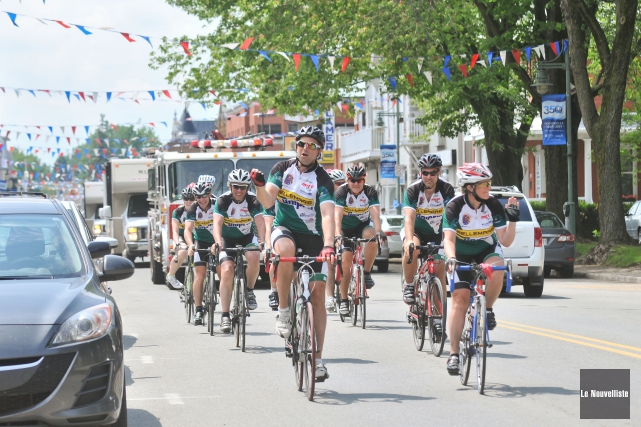 Les 12 cyclistes du Grand Défi Desjardins ont... (Photo: Émilie O'Connor Le Nouvelliste)