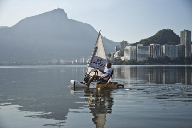 La «Bikeboat InVenta» de l'architecte brésilien Argus Caruso... (Photo Vanderlei Almeida, AFP)