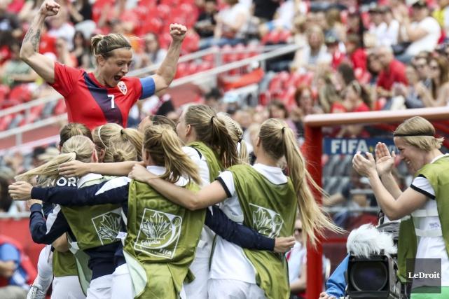 La capitaine de l'équipe de la Norvège, Trine... (Patrick Woodbury, LeDroit)