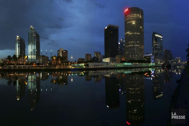 La ville de Tampa s'illumine doucement, une fois... (PHOTO SYLVAIN SARRAZIN, LA PRESSE)
