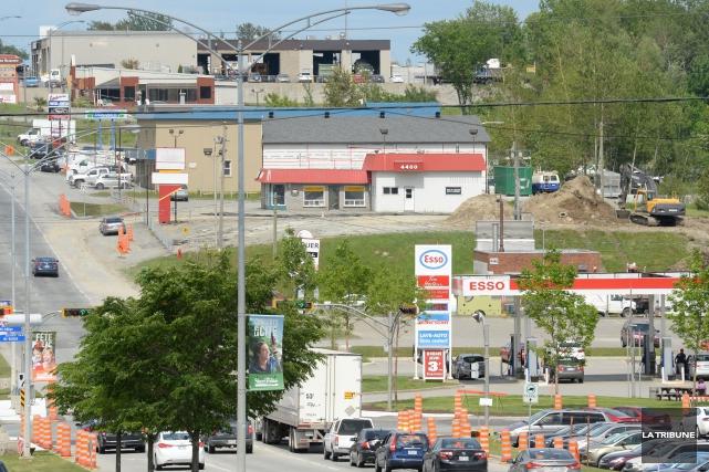 Des travaux de remblai sont en cours sur le terrain situé 4400 boulevard... (Imacom, Maxime Picard)