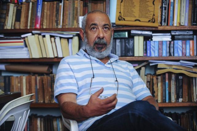Selon le jury, Leonardo Padura, l'auteur deL'homme qui... (PHOTO YAMIL LAGE, AFP)