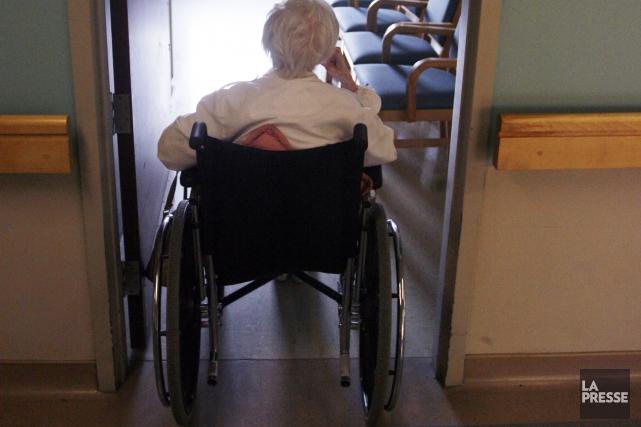 Le recours à la contention est plus fréquent pour les patients des... (PHOTO: FRANÇOIS ROY, LA PRESSE)