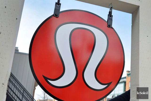 Le logo de lululemon athletica devant la salle... (Le Soleil, Pascal Ratthé)