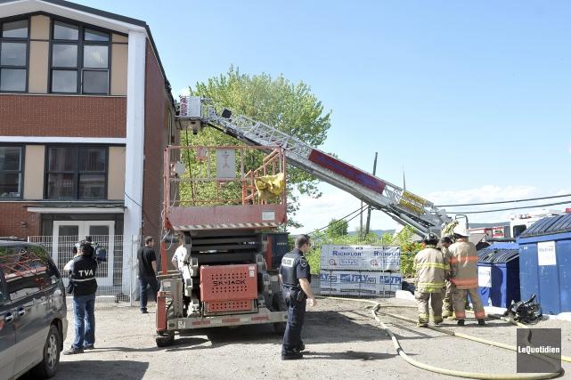 Trois casernes de pompiers ont été appelées pour... ((Photo Le Quotidien-Rocket Lavoie))