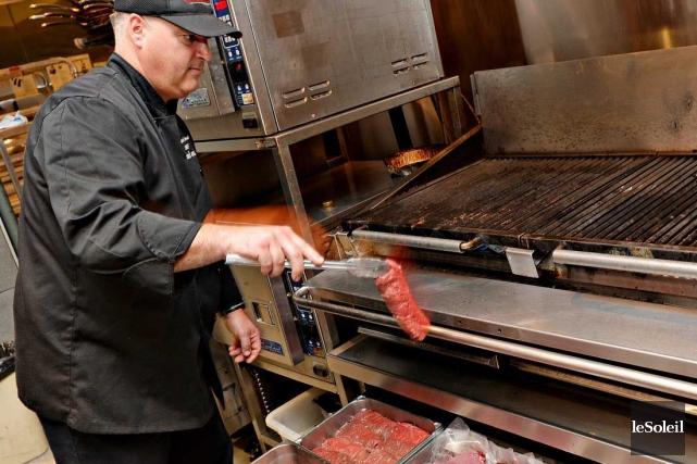 Le chef du restaurant Paris Grill, François Drouin,... (Le Soleil, Patrice Laroche)