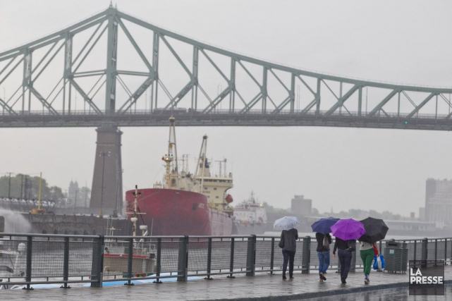 Environnement Canada prévoit que les veilles d'orages violents... (PHOTO HUGO-SÉBASTIEN AUBERT, ARCHIVES LA PRESSE)