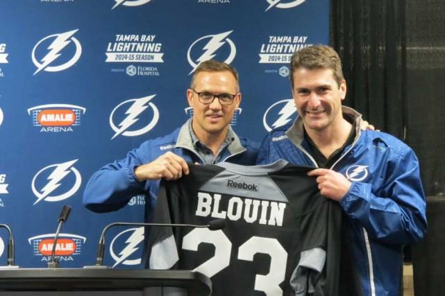 Le dg du Lightning, Steve Yzerman (à gauche),... (Photo fournie par Nicolas Blouin)