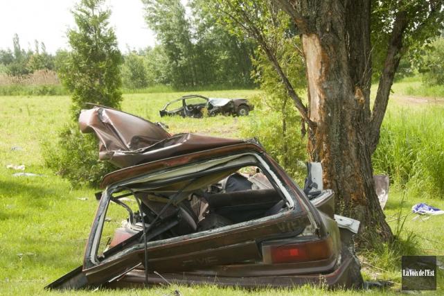 Sous la force de l'impact, la voiture conduite... (photo archives La Voix de l'Est)