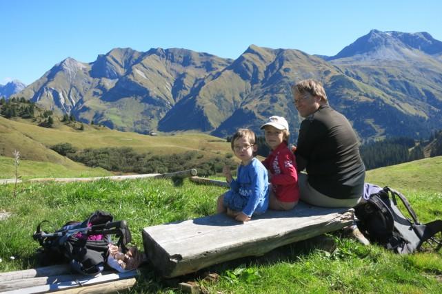 Joël Voyer et ses enfants lors d'une randonnée... (Photo fournie par Joël Voyer)