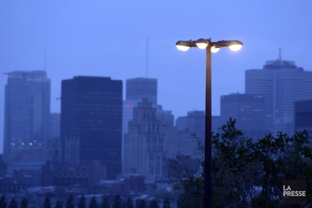 Les luminaires fonctionnent aujourd'hui au sodium haute pression... (PHOTO BERNARD BRAULT, LA PRESSE)