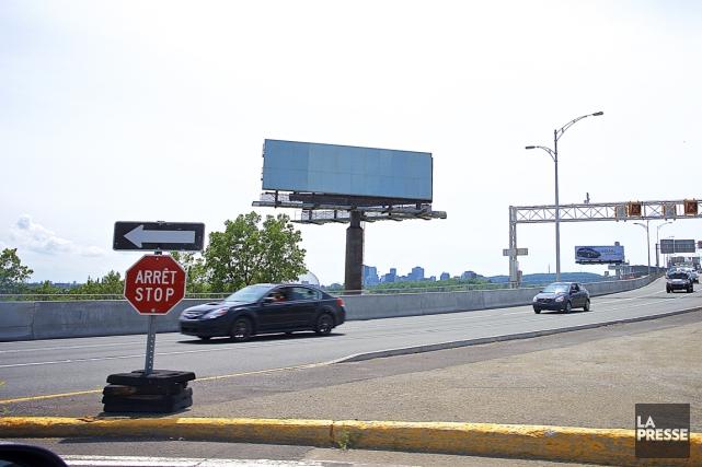 Les panneaux publicitaires ne respectent pas la Loi... (PHOTO ANDRÉ PICHETTE, LA PRESSE)