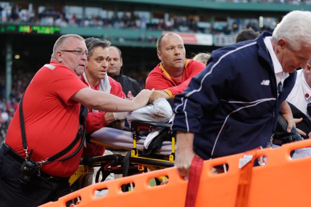 Une spectatrice a subi de graves blessures après... (Photo Charles Krupa, AP)