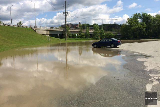 La baisse du niveau de la rivière Saint-François incite l'Organisation... (La Tribune, René-Charles Quirion)
